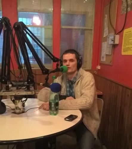 Prim L'imprimeur dans le studio de Radio Canut